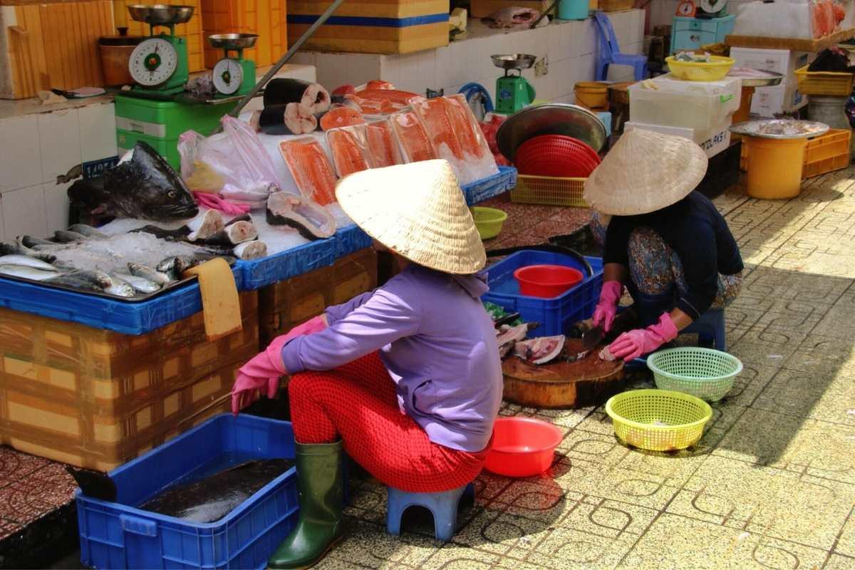 vietnamese market Hue Vetnam Travel Guide Free 55secrets