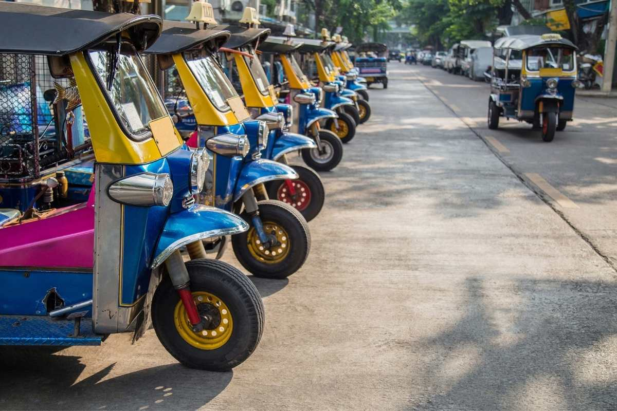 Alugar Tuk Tuk no Sri Lanka -  encontrar local de aluguer